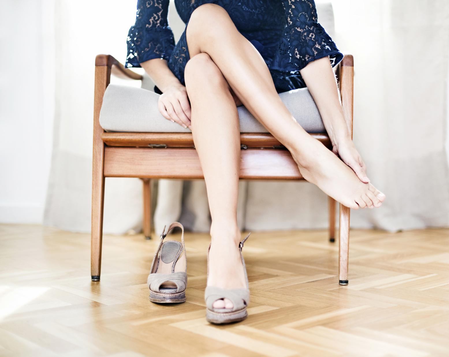 Simples Truque elimina dor nos pés com SALTO ALTO