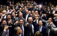 CÂMARA QUER PUNIR CRIMINALMENTE QUEM FALAR MAL DE POLÍTICOS NA INTERNET